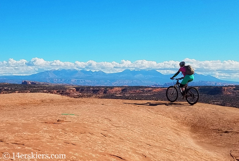 Mountain biking Navajo Rocks Chaco Loop in Moab