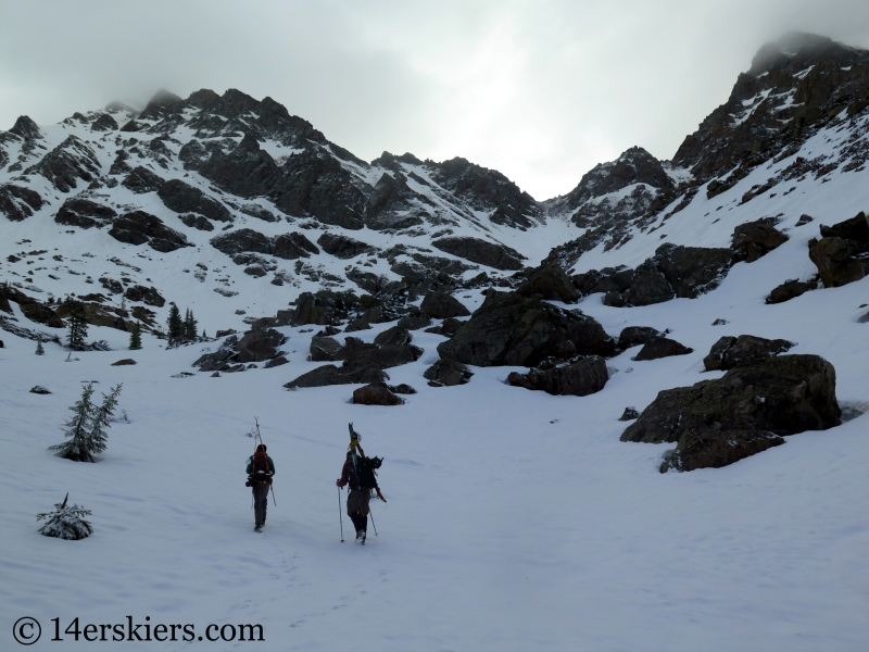 Hiking toward Kneeknocker Pass