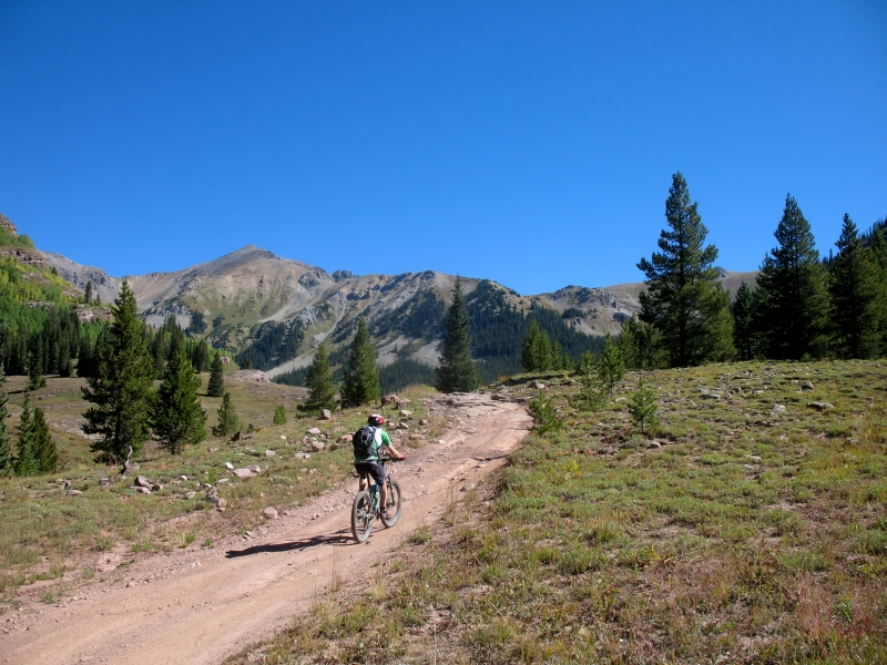 Mountain bike from Crested Butte to Aspen over Pearl Pass