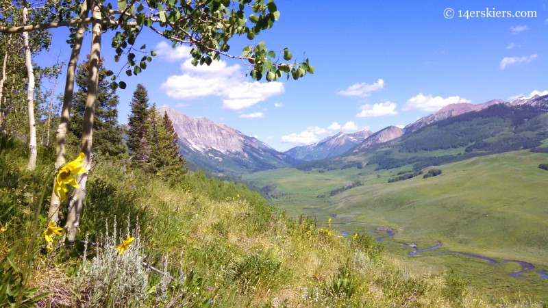 Hiking Meander trail in Crested Butte